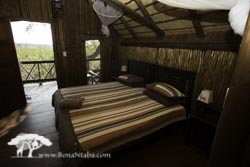 Couples Tree house with single beds