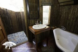 Couples Tree house ensuite bath